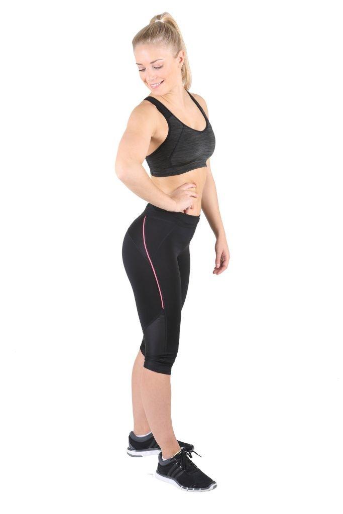 Fitness-Trampolin-Trainerin-Schulter